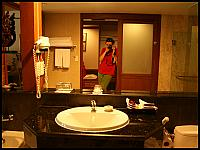 images/stories/20080427_Tajlandia_Niedziela/640_Fot02_IMG_1827_HotelPokoj_1.JPG